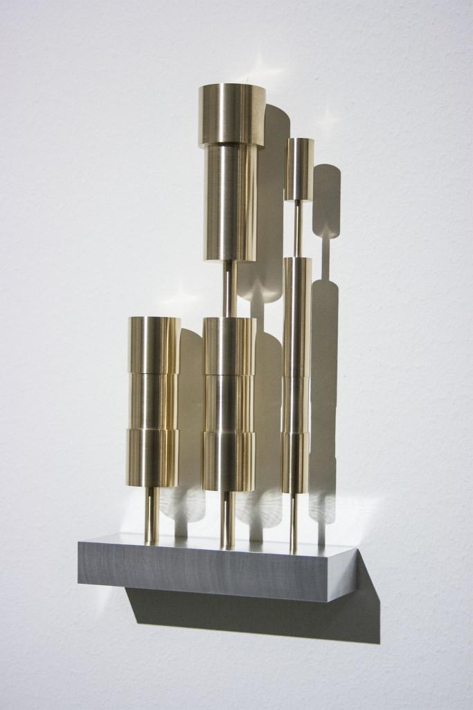 Silvia Hell, Tesi, antitesi, sintesi, 2013, ottone, alluminio, ferro, 22x12x4 cm