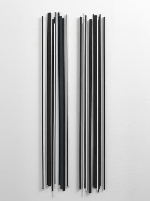 Stephanie Stein, Alexey's, 2013, filo, legno di balsa, gouache, 165 x 155 x 30 cm