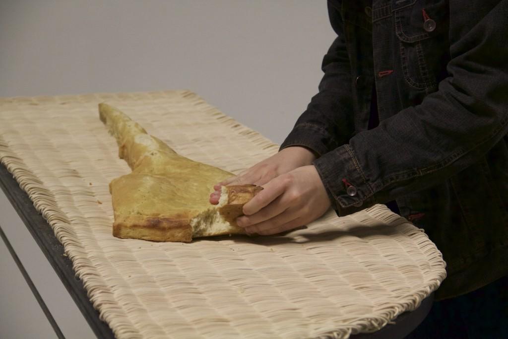 02 - Marco Gobbi, vista insieme Meridians, tavoli in ferro e piano intagliato, pane, 2016