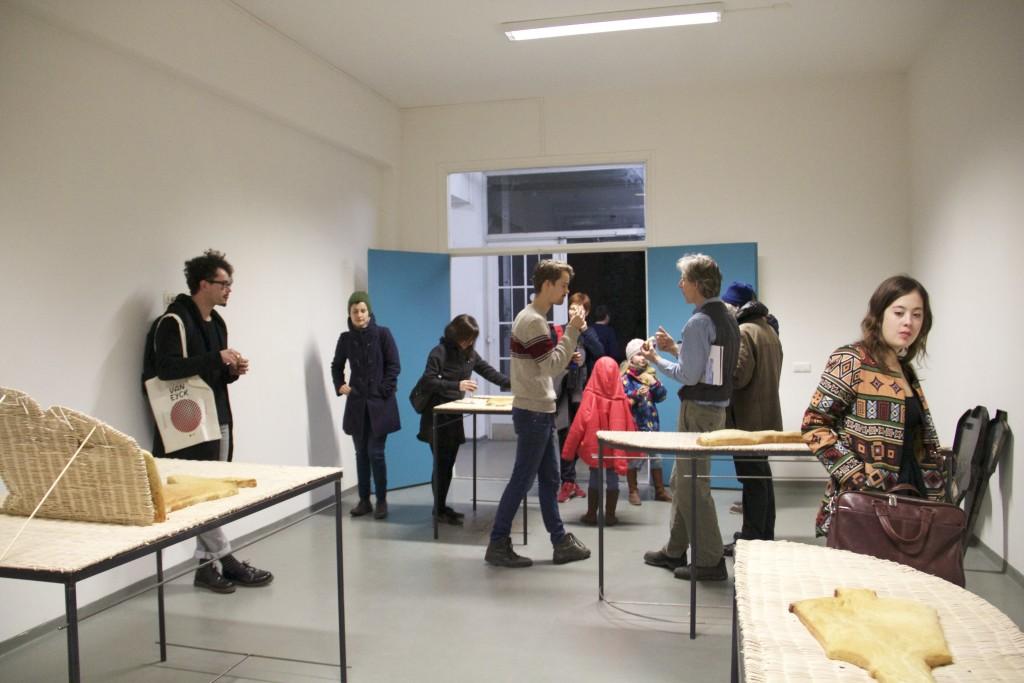 03 - Marco Gobbi, vista insieme Meridians, tavoli in ferro e piano intagliato, pane, 2016